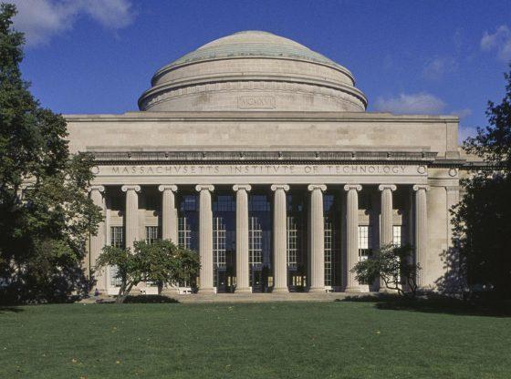 L'IA du MIT prédit une explosion du COVID-19 lors du déconfinement