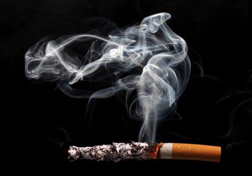 Covid-19 : la fumée de cigarette, vecteur de transmission du virus ?
